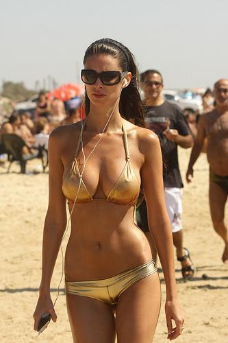 Las cosas que uno se encuentra en la playa de Tel Aviv.